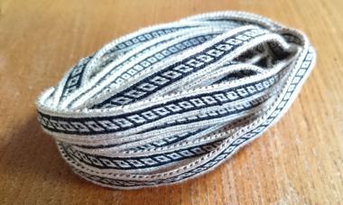 First experiment with silk: warp in 20/2 nm silk, weft no 15 crochet cotton.
